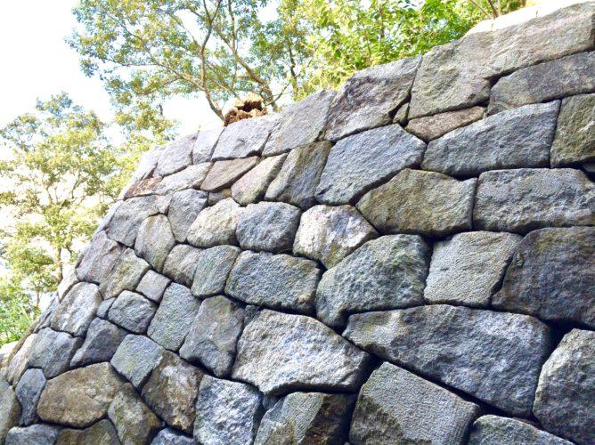 伊豆石 石積み用石