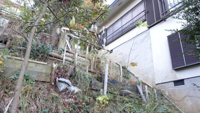 斜面の庭工事前